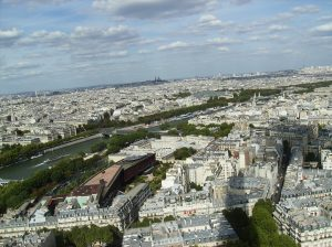 Latinus online Amazing view of Paris from the Eiffel Tower
